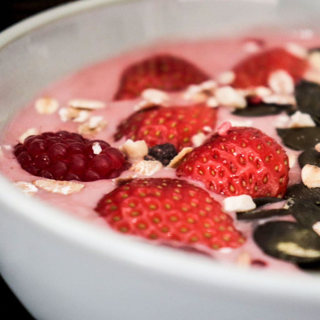 smoothie bowl fruits rouges auroremarket et emile noel